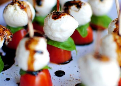 CAPRESE BITES (Adapted from iowargirleats.com)