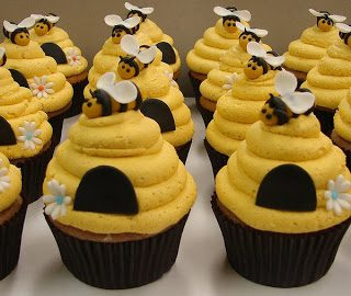 BUMBLE BEE (YELLOW JACKET ACTUALLY!) CUPCAKES