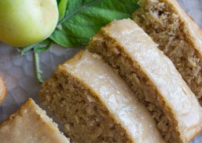 Glazed-Apple-Cinnamon-Oatmeal-Bread-4